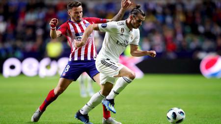 Gareth Bale (kanan) berusaha lolos dari hadangan pemain Atletico Madrid. - INDOSPORT
