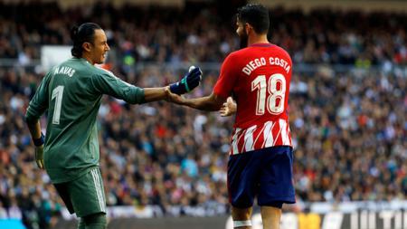 Keylor Navas dan Diego Costa pada laga La Liga di Santiago Bernabeu pada (04/08/18). - INDOSPORT
