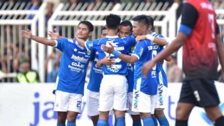 Pemain Persib merayakan gol Atep ke gawang PSKC Cimahi di piala Indonesia - INDOSPORT