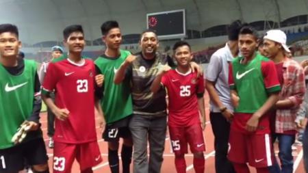 Lima pemain Indonesia U-16 Fajar Faturrahman, Yadi Mulyadi, Hamsa Medari Lestaluhu, Muhammad Talaohu, dan Ahludz Dzikri jebolan SSB Asad 313 Jaya Perkasa. - INDOSPORT