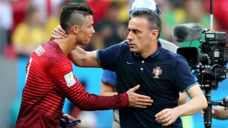 Cristiano Ronaldo dan Paulo Bento usai pertandingan Timnas Portugal. - INDOSPORT