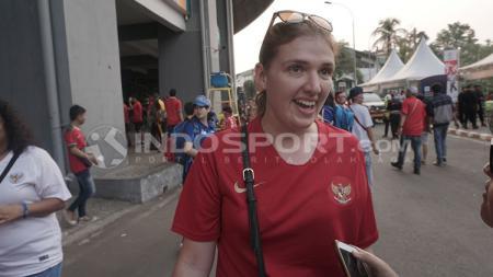 Bule yang menjadi suporter Timnas Indonesia - INDOSPORT