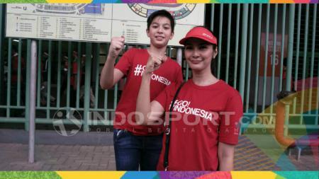 Maudy Koesnaedi menonton laga Timnas Indonesia U-23 vs Laos. - INDOSPORT