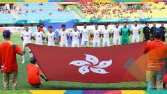 Indosport - Tim sepak bola Hong Kong menyanyikan lagu kebangsaan jelang pertandingan melawan tim Palestina padak ajang Asian Games 2018.