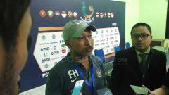 Indosport - Fakhri Husaini sedikit mengomentari rumput Stadion Teladan yang menurutnya membuat para pemain harus segera beradaptasi dengan kondisi lapangan.