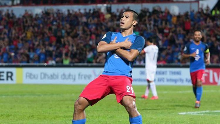 Bintang Malaysia Safawi Rasid saat mencetak gol di pertandingan Johor Darul Takzim vs Persija Jakarta di Piala AFC 2018. Copyright: fourfourtwo.com