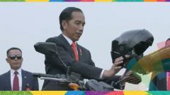 Indosport - Jokowi menaiki motor di pembukaan Asian Games 2018.
