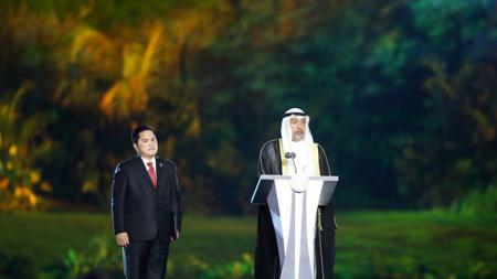 Ketua OCA Sheikh Ahmad Al-Fahad Al-Sabah memberikan sambutan didampingi Ketua panitia pelaksana Asian Games 2018 (INASGOC), Erick Thohir saat pembukaan Asian Games ke-18 tahun 2018 di Stadion Utama Gelora Bung karno