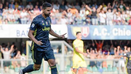 Gelandang klub Serie A Italia Juventus, Sami Khedira dipastikan akan absen selama 3 bulan karena cedera lutut yang dideritanya. - INDOSPORT