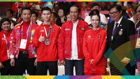 Foto Joko Widodo bersama atlet Wushu. - INDOSPORT