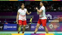 Indosport - Greysia Polii/Apriyani Rahayu selebrasi usai menyumbang poin untuk Indonesia.