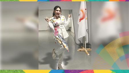 Via Vallen mengenakan pakaian saat tampil di pembukaan Asian Games 2018. - INDOSPORT