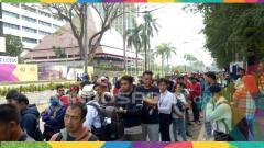 Indosport - Antrean tiket di Asian Games 2018.