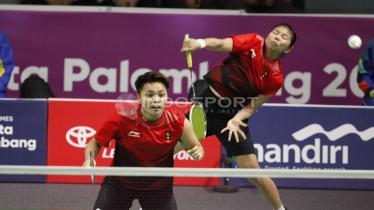 Ganda putri Indonesia, Greysia Polii/Apriyani Rahayu, gagal menambah poin kemenangan untuk Indonesia pada semifinal. - INDOSPORT