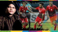 Indosport - Mbah Mijan dan aksi selebrasi pemain Timnas, Febri, Lilipaly dan Beto.