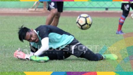Kurniawan Kartika Aji, kiper Arema FC. - INDOSPORT