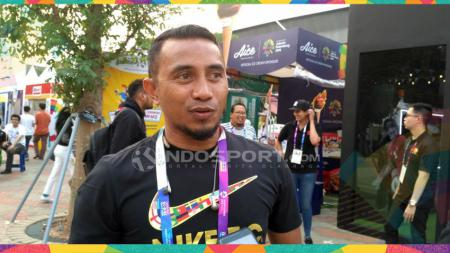 Mantan kapten Timnas Indonesia dan Persib Bandung, Firman Utina. - INDOSPORT
