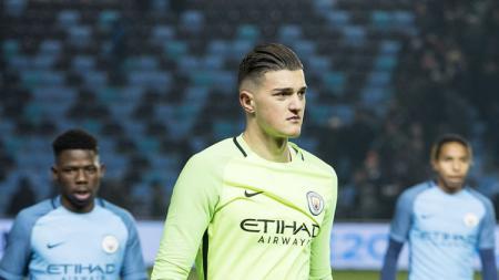 Kiper muda Man City, Aro Muric, yang masih berusia 19 tahun dan saat ini bermain untuk klub Belanda - INDOSPORT