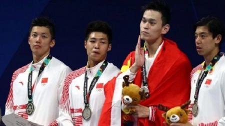 Sun Yang (ketiga dari kiri), perenang asal China. - INDOSPORT