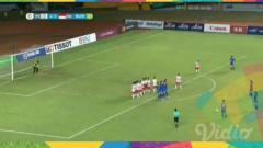 Indosport - Cara unik tendangan bebas Timnas wanita Taiwan saat menjalani laga kontra Indonesia di Asian Games 2018.