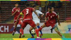 Indosport - Para pemain UEA ssat menghadapi Malaysia di laga uji coba.