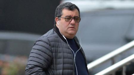 Mino Raiola dan para super agen sepak bola lainnya menentang aturan baru yang tengah dicanangkan FIFA soal transfer pemain - INDOSPORT