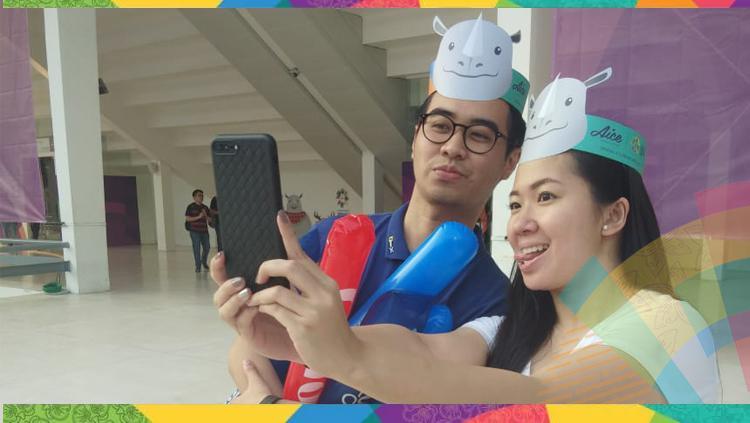 Pengunjung di Festival Asian Games 2018 saat melakukan foto bersama. Copyright: INDOSPORT