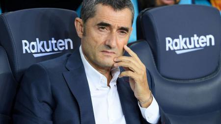 Pelatih sepak bola Barcelona, Ernesto Valverde, membeberkan situasi dirinya di klub Liga Spanyol tersebut terkait isu bahwa pihak manajemen ingin memecatnya. - INDOSPORT