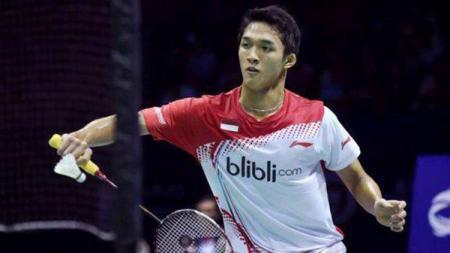 Jonatan Christie saat bertanding di final beregu putra melawan Chen Long dari China. - INDOSPORT