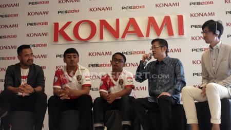 Ponaryo Astaman yang hadir dalam konfrensi pers cabang olahraga eSport Pro Evolution Soccer (PES) 18 di Hotel Fairmount, Jakarta, Jumat (24/08/18). - INDOSPORT
