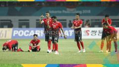Indosport - Kekecewaan para pemain Timnas U-23 usai tersingkir dari Asian Games 2018 ole Uni Emirate Arab.