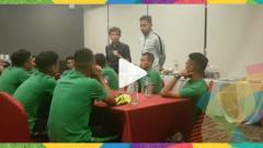 Indosport - Suasana perpisahan Luis Milla dengan skuat Timnas U-23.