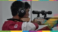 Indosport - Atlet menembak Muhammad Sejahtera Dwi Putra berhasil mempersembahkan dua emas individu dari Running Target dalam Kejuaraan Asian Air Gun Championship 2021