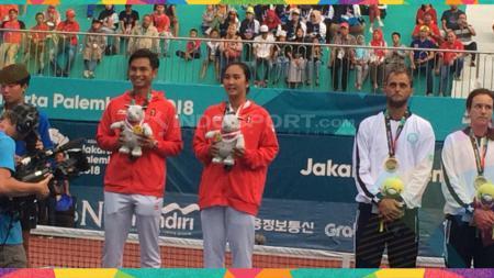 Pasangan ganda campuran asal Indonesia, Aldila Sutjiadi/Christopher Rungkat menempati posisi unggulan pertama di SEA Games 2019. - INDOSPORT