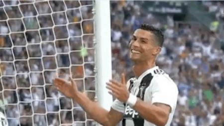 Reaksi Cristiano Ronaldo setelah gagal mencitpakan gol. - INDOSPORT