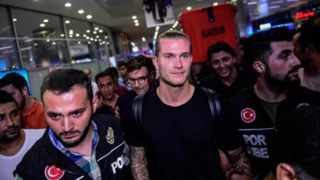 Kiper Liverpool, Loris Karius resmi dipinjamkan ke Besiktas. - INDOSPORT