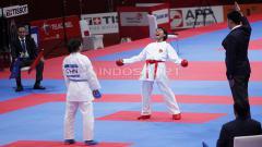 Indosport - Luapan kegembiraan Karateka Indonesia, Cok Istri Agung Sanistyarani usai mengalahkan karateka China, Jiamei Ding pada perebutan medali perunggu kelas Putri -55kg di Plenary Hall JCC, Jakarta, Minggu (26/08/18).