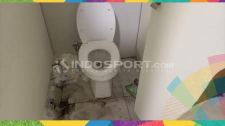 Kondisi toilet memprihatinkan di SUGBK. - INDOSPORT