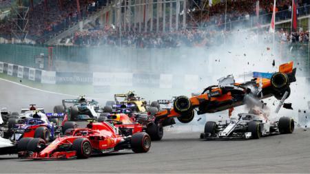 Kecelakaan Nahas Yang terjadi saat Lap Pertama Balapan F1 di GP Belgia 2018. - INDOSPORT