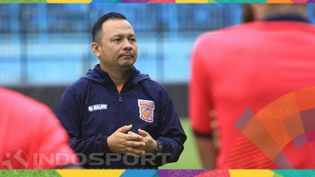 Klub Liga 2 Sulut United mempercepat persiapan  pramusim 2021 setelah berhasil mengamankan tandatangan Ricky Nelson yang merupakan pelatih kepala musim lalu. - INDOSPORT