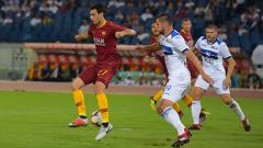 Indosport - Pastore (kiri) mencetak gol saat pertandingan AS Roma vs Atalanta di Serie A Italia, Selasa (28/08/18).