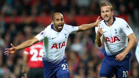 Selebrasi gol oleh Harry Kane dan Lucas Moura yang berhasil menjebol gawang Manchester United. - INDOSPORT