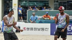 Indosport - Tim voli pantai putra, Mohammad Ashfiya (kiri) dan Ade Chandra