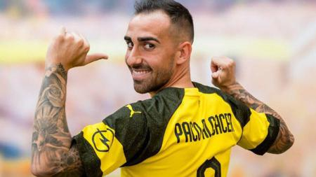Pablo Alcacer resmi berseragam Dortmund. - INDOSPORT