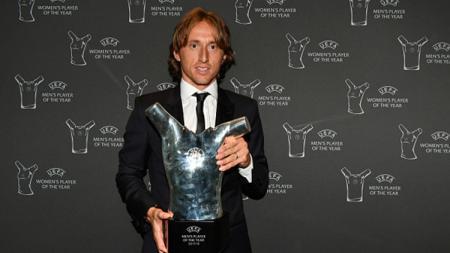 Luka Modric terpilih sebagai pemain terbaik Eropa tahun 2017. - INDOSPORT