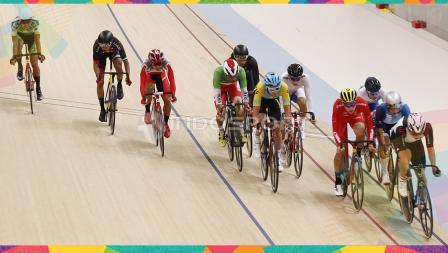 Pebalap Sepeda Indonesia, Wahyudi saat berlaga di kelas Sprint Putra di Jakarta International Velodrome, Kamis (30/08/18). Wahyudi gagal menjadi yang terbaik di nomor ini.