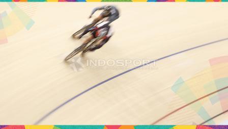 Persaingan di kelas Sprint Putra di Jakarta International Velodrome, Kamis (30/08/18).