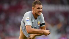 Indosport - Striker AS Roma, Edin Dzeko saat merayakan golnya ke gawang Torino di Serie A Italia.