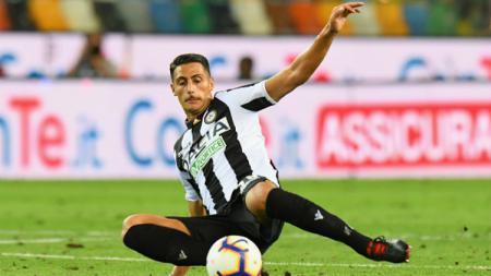 AC Milan dilaporkan menjadi yang terdepan dalam perekrutan Rolando Mandragora. - INDOSPORT