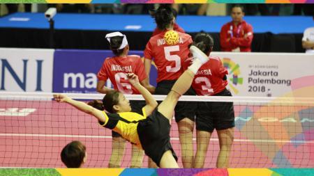 Tim Sepaktakraw Kuadran Putri Indonesia saat melawan Vietnam dan memastikan medali perunggu. - INDOSPORT